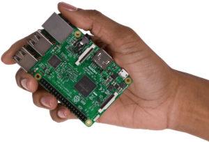 C'est un petit ordinateur de la taille d'une carte de crédit.